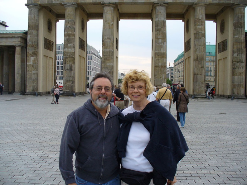 P1010101-Berlin_at_the_gate.jpg